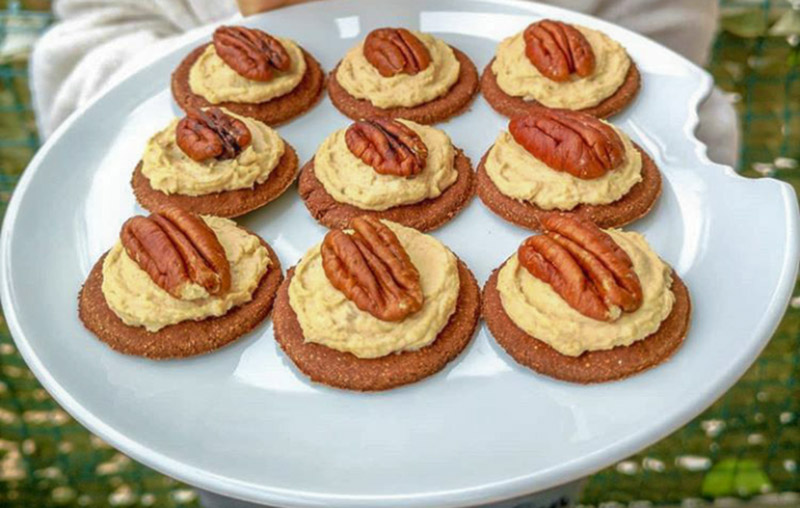 Peanut Butter Chocolate Cookies with Pecan Manuka Honey Cream
