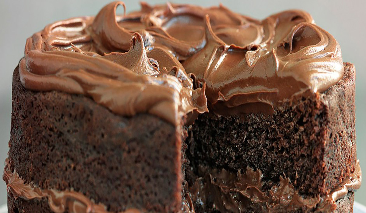 Fluffy Chocolate Fudge Cake